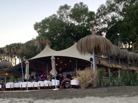 custom-stretch-tent-for-beach-restaurant